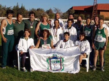 Noticias: Equipo del Club Atletico Masters de Talca que  participó en Copiapó 2005